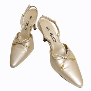 St. John Size Gold Leather Pointed Pumps
